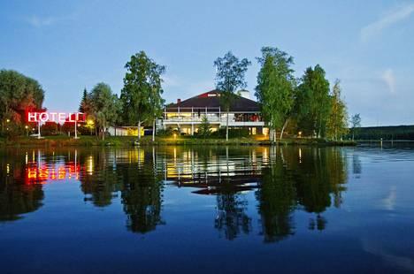 Kumpeli Spa sijaitsee Heinolassa hotellin yhteydessä. Uskaliaat voivat pulahtaa luonnonveteen.