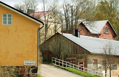 Vanhat teollisuusrakennukset ja puutalot tekevät alueesta ainutlaatuisen.