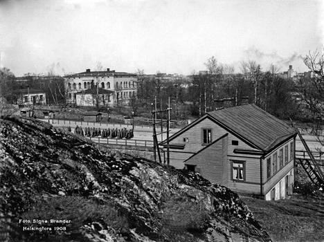 15. Hakasalmen huvila (taustalla vasemmalla) vuonna 1908.