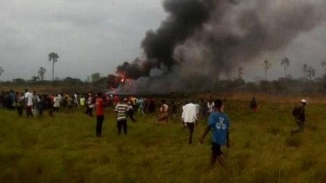 Kongon demokraattisessa tasavallassa lauantaina tapahtuneessa lento-onnettomuudessa kuoli 12 ihmistä.