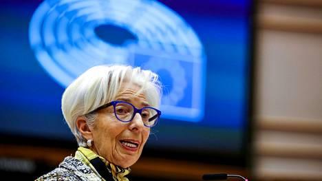 EKP:n pääjohtaja Christina Lagarde kertoo korkopäätöksen taustoista tiedotustilaisuudessa.