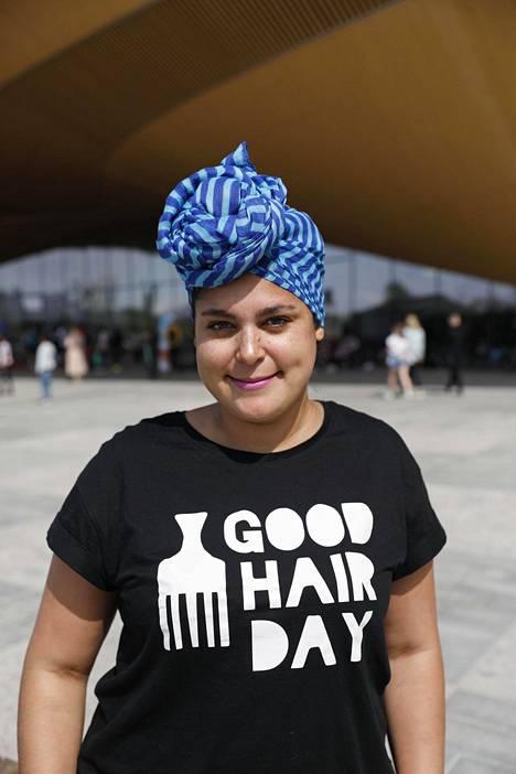 Saida Mäki-Penttilä levittää afrohiusten ilosanomaa Good Hair Day-kollektiiviissa.