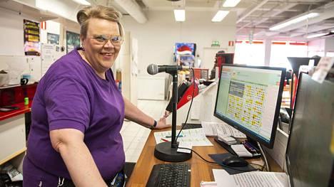 Tiina Maunu on työskennellyt Kemissä bingoemäntänä yli 30 vuotta.
