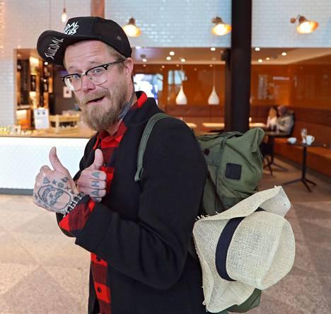 Valpio lähti Filippiineille innoissaan. –Ei näytä mikään muu niin hyvältä kun tää reissu, hän hehkutti lentokentällä.