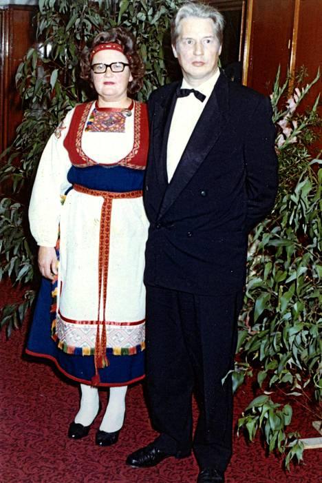 Kaija ja Reijo Tolvanen juhlissa Wollongongin kaupungintalolla.