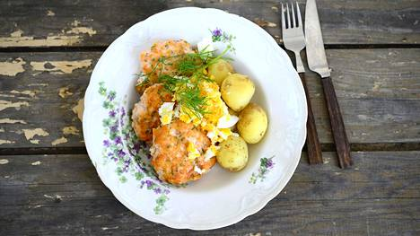 Ihana kesäruoka! Kalapihvien valmistaminen ei ole monimutkaista. Ne maistuvat täydellisesti perunoiden kanssa.