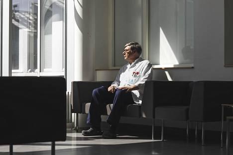 Husin tartuntatautien ylilääkäri Asko Järvinen Meilahden sairaalassa.