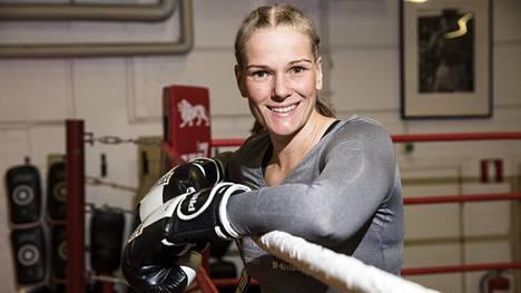 Sanna, 43, laihdutti hurjat 45 kiloa – aloitti nyrkkeilyn 6 vuotta sitten, ottelee nyt ammattilaisena Skotlannissa