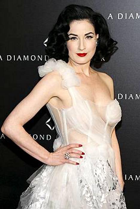 Dita von Teese on tunnettu rohkeasta pukeutumisestaan.