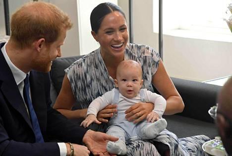 Archie edusti vanhempiensa kanssa Etelä-Afrikassa syyskuussa 2019. Sen jälkeen pienokainen on pidetty poissa julkisuudesta.