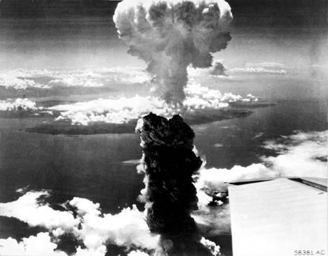 Sienipilvi Nagasakin yläpuolella kertoi kaupungin kuolemasta.