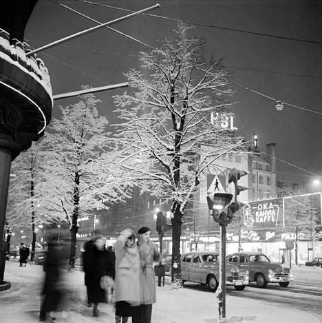 Näin talviselta näytti Mannerheimintiellä Helsingissä vuonna 1958.