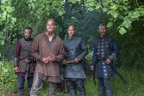 Viikingit-sarjan kaartia: Peter Franzén, Travis Fimmel, Alexander Ludwig ja Jasper Pääkkönen.