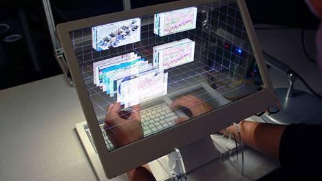 Jinha Lee esitteli Microsoftin TechForumissa viime vuonna  Holobook-kokonaisuuden.