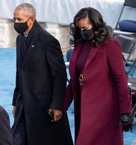 Rouva Michelle Obama pukeutui Joe Bidenn virkaanastujaisissa Sergio Hudsonin suunnittelemaan asuun.