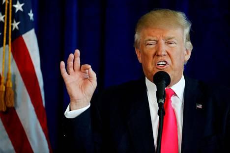 Yhdysvaltain presidentti Donald Trump presidentinvaaleissa vuonna 2016. Yksi hänen vaalilupauksistaan oli parantaa suhteita Venäjään.