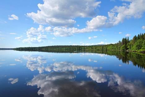 Tuhansien järvien ja jääkarhujen maa... Ei kun mites se menikään?