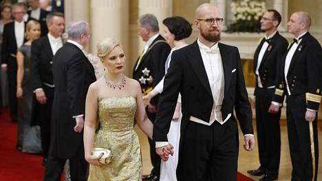 Vihreiden kansanedustaja Touko Aalto saapui itsenäisyyspäivän vastaanotolle puolisonsa Iris Flinkkilän kanssa.