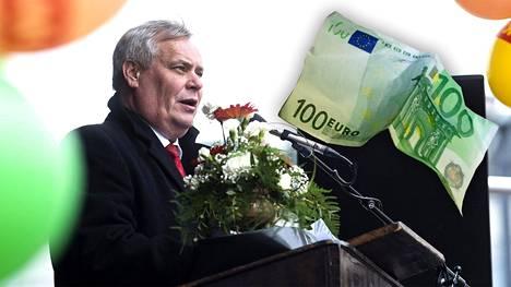 SDP:n puheenjohtaja Antti Rinne piti vappupuheen Lahden torilla vapunpäivänä tiistaina.