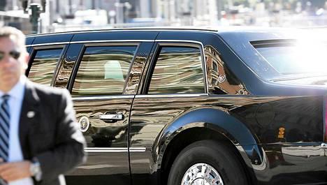 Presidentti Barack Obama ja hänen seuruettaan kuljettavat panssariautot saapuivat Tukholman keskustaan Arlandan lentokentältä.