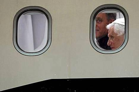 Paavi saapui takaisin Roomaan sunnuntaina.