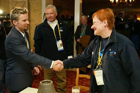Janne Lahtela pääsi olympiavoittonsa jälkimainingeissa tapaamaan myös silloista tasavallan presidenttiä Tarja Halosta.