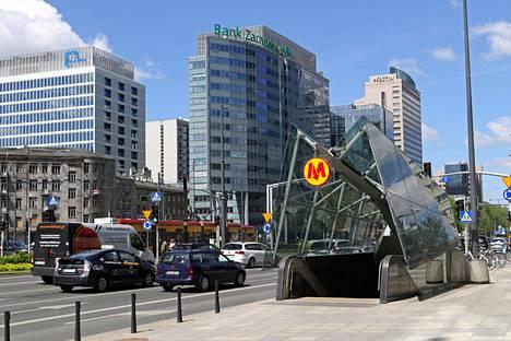 Varsovan julkinen liikenne on monipuolinen ja kattaa myös metron.