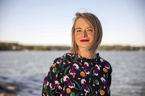 Helena Kastikainen, 29, on yrittäjä, puhuja, tietokirjailija, milleniaalijohtajien ja milleniaalien johtamiseen erikoistunut valmentaja. Diili-ohjelmasta tuttu yrittäjä on ollut yksi Suomen nuorimmista tavaratalojohtajista 23-vuotiaana.