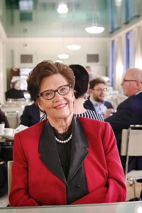 Sirkka-Liisa Anttila (kesk).