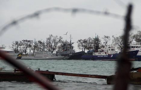 Venäjän pidättämät ukrainalaisalukset ovat Kertshin satamassa Krimin niemimaalla.