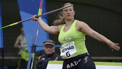 Heidi Nokelainen ylitti 60 metriä ja heitti oman ennätyksenä.