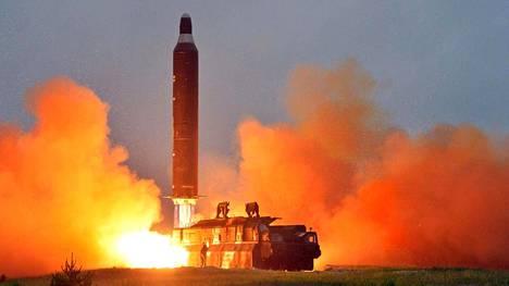 Pohjois-Korea esitteli viime viikolla laukaisemiaan Hwasong-10 ohjuksia. Yhdysvaltalaishautomo pitää mahdollisena, että maa suunnittelee mannertenvälistä ohjusta.