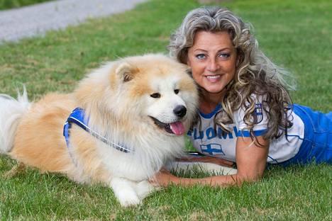 –Koiran kanssa ulkoilu on paras tapa ylläpitää päivittäistä peruskuntoa, Kike sanoo.