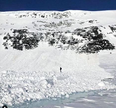 Antti Autti kuvasi lumivyöryn jälkiä.