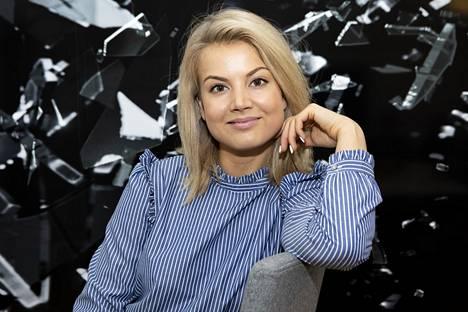Janni Hussi aloitti työt radio Suomipopilla alkuvuodesta. Nyt hän pääsee mukaan kanavan suosituimpaan ohjelmaan.