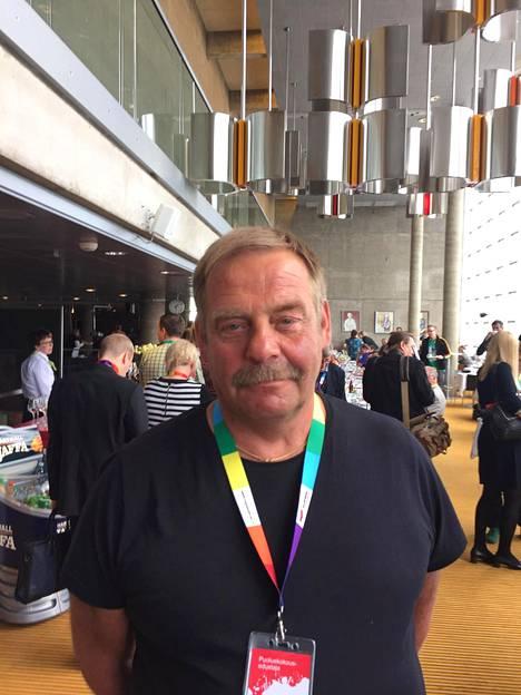 Jari Pajukoski kiittää uutta puheenjohtajaa kiky-sopimuksen torppaamisesta.