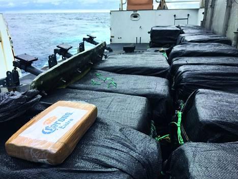 Rannikkovartiosto takavarikoi Tyyneltämereltä vuosittain satojatuhansia kiloja kokaiinia.