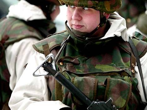 Armeijan on käynyt vuoden 1995 jälkeen alle neljätuhatta naista.