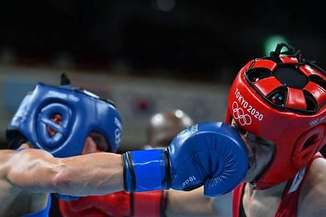 Se on siinä: Mira Potkosen painava oikeankäden isku painuu perille asti. Potkonen teki tiistaina olympiahistoriaa Tokiossa.
