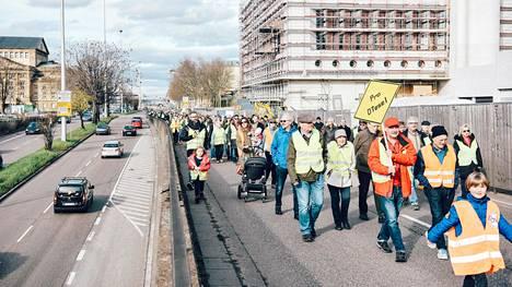 Dieselrajoituksia vastustava mielenosoitus Stuttgartissa tämän vuoden maaliskuussa.
