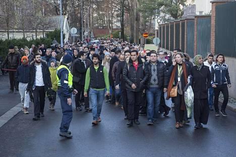 Rauhanmarssille osallistui satoja ihmisiä Helsingissä tänään.
