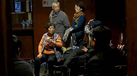Pekingissä ihmiset odottivat tietoa sukulaisistaan, jotka olivat kadonneella lennolla.