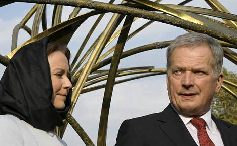Presidentti Sauli Niinistö puolisonsa Jenni Haukion kanssa Teheranissa, Iranissa.