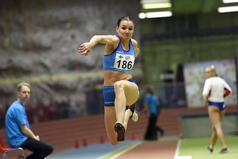 Talvella Salminen kilpaili Pohjoismaiden hallimaaottelussa. Sen kisan Salminen voitti sisäratojen ennätyksellään, 13,83.
