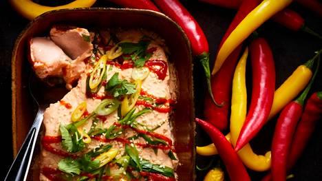 Srirachalohi on koko perheen herkku, sillä ranskankerma taittaa chilin poltetta.