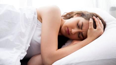 Teini-ikäiset voidaan saada nukkumaan pitempiä yöunia valohoidolla ja käyttäytymisen muuttamiseen tähtäävillä keskusteluilla.