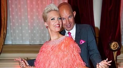 Kaj Kunnas kilpailee Tanssii tähtien kanssa -kisassa Susa Matsonin parina.