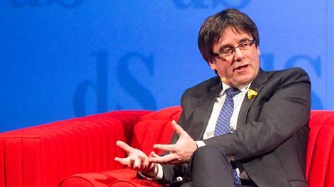 Carles Puigdemont lehdistötilaisuudessa Antwerpenissä 2. joulukuuta 2017.