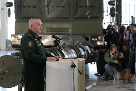Venäjän ohjusjoukkojen komentaja Mihail Matvejevski puhui ohjuksen esittelytilaisuudessa viime viikolla.