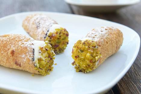 Joka maakunnalla on omat ruokaerikoisuutensa. Sisiliassa rakastetaan makeaa.